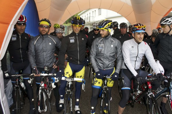 L-R Andrea Peron, Alessio Cremonese, Alberto Contador, Manuele Boaro, Steve Smith