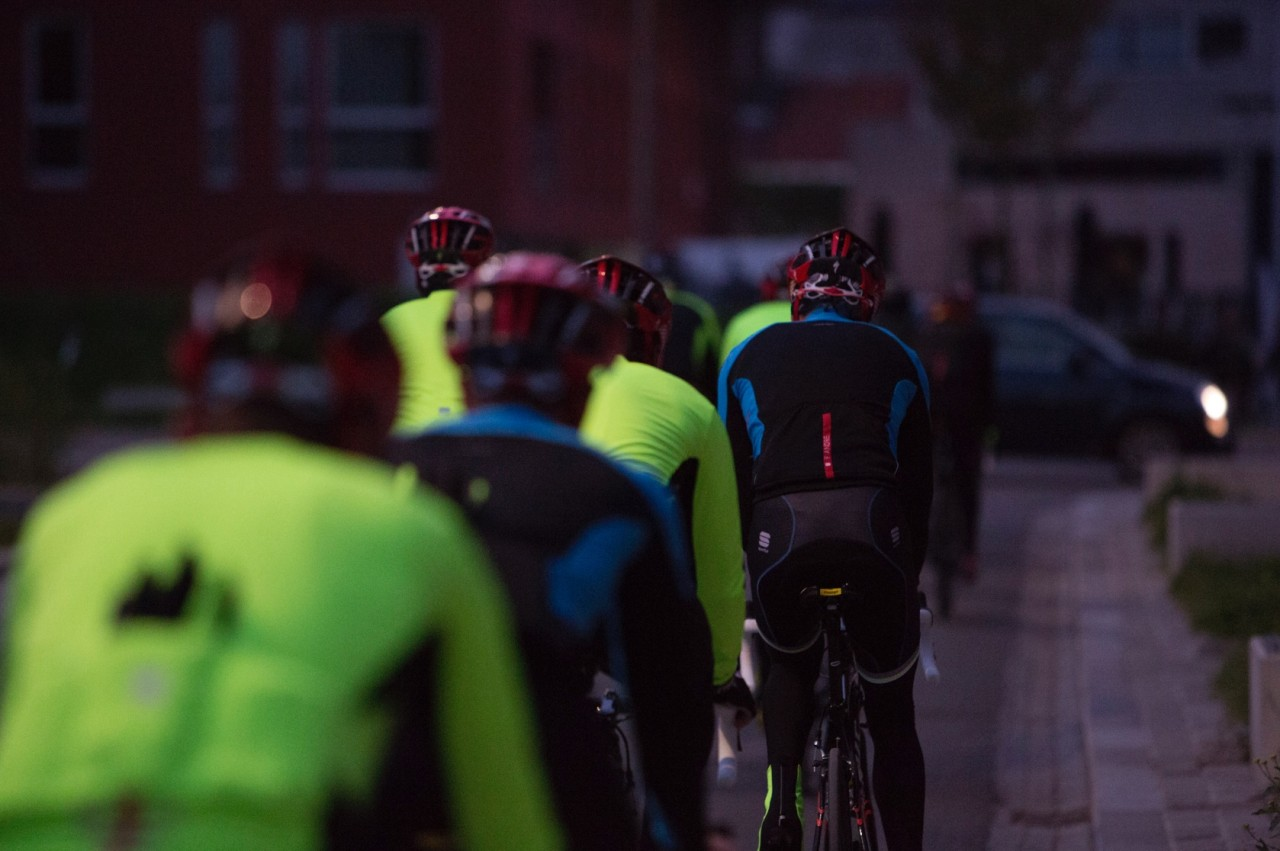 Riding into the dawn, the Fluo Fiandre colour is a great safety feature
