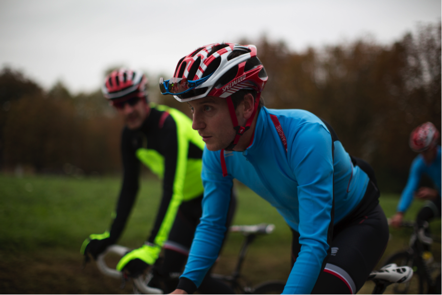 A 4-Way Light Wind-Stopper fabric on the frontal aspects of the jersey blocks out the cold wind chill, letting you concentrate on the road ahead ;-)